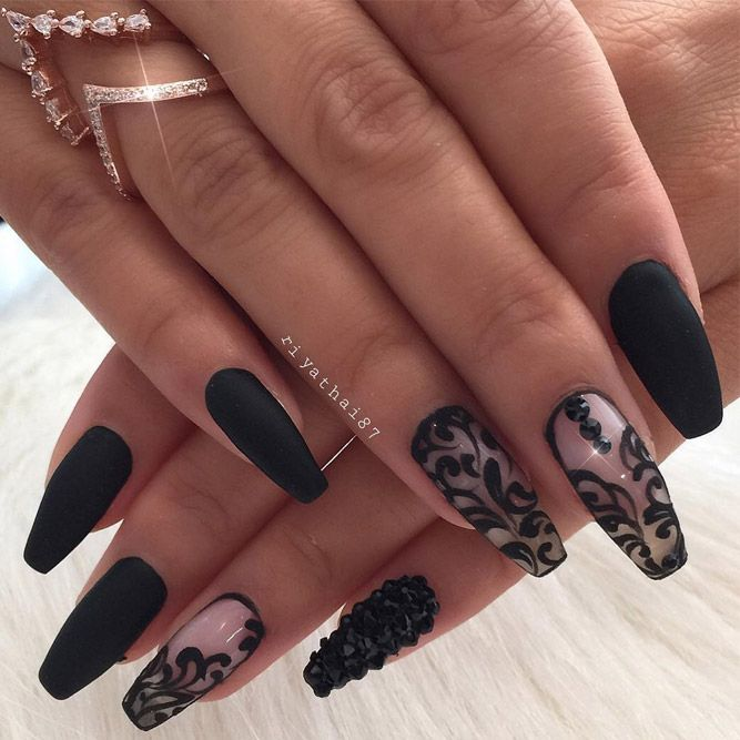 Matte black nails, being so bold and sleek, are quite trendy right now. Click to see the most eye-catching matte black manicure designs.