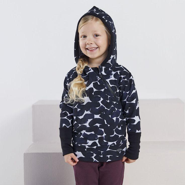 NEULE collegehuppari, siniharmaa - musta | NOSH verkkokauppa | Tutustu nyt lasten syksyn 2017 mallistoon ja sen uuteen PUPU vaatteisiin. Ihastu myös tuttuihin printteihin uusissa lämpimissä sävyissä. Tilaa omat tuotteesi NOSH vaatekutsuilla, edustajalta tai verkosta >> nosh.fi (This collection is available only in Finland)
