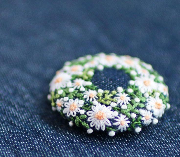 * . くるみボタン . . #刺繍#手刺繍#ステッチ#手芸#embroidery#handembroidery#stitching#needlework#자수#broderie#bordado#вишивка#stickerei