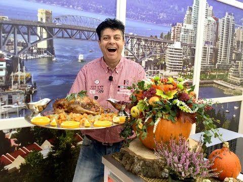 Tradiční americký recept na pečená krůta s bylinkami, pečenými bramborami a brusinkovou omáčkou - YouTube