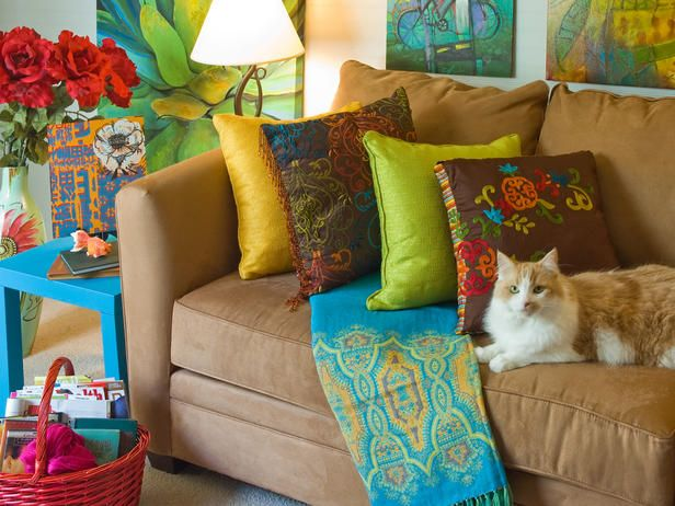 Color Palettes Made Easy : Decorating : Home & Garden TelevisionColors Combos, Color Palettes, Pretty Colors, Brown Couch, Colors Palettes, Colors Schemes, Throw Pillows, Colors Living Room, Bright Colors