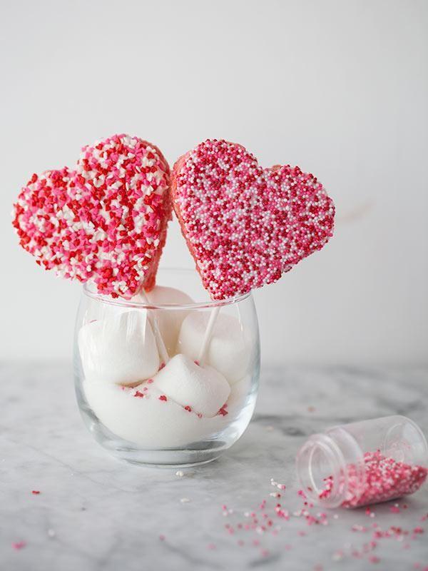 Rice Krispie Valentine Lollipops #cookiecuttercom #ValentinesDay #ricecrispytreat
