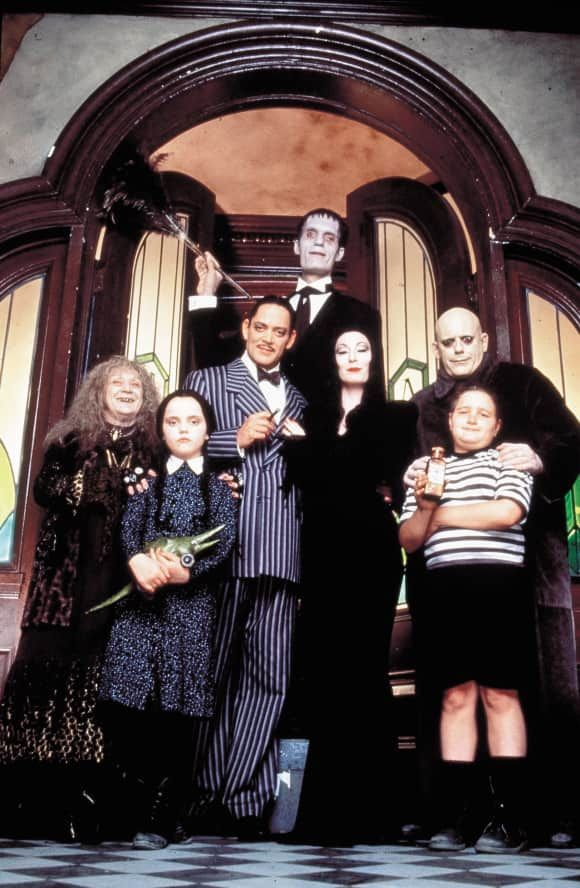 The Cast Of The Addams Family In The 1991 Film Addams Family Halloween Costumes Addams Family Musical Addams Family Movie