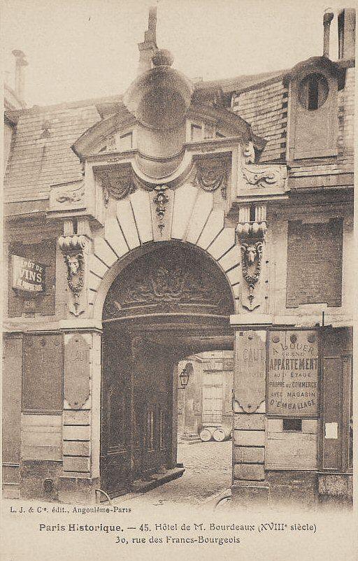 """""""L'hôtel de Mr. Bourdeaux (18ème siècle)"""", 30 rue des Francs-Bourgeois, vers 1900. Voir la carte ci-dessous. Il y a un appartement à louer!"""