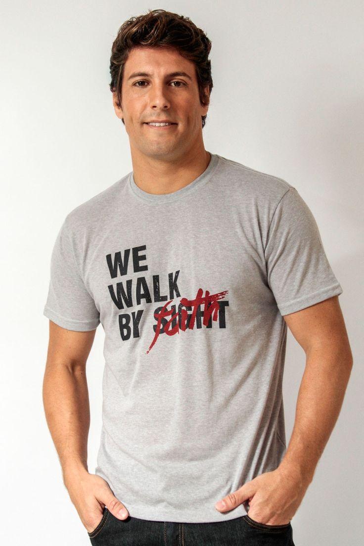 We Walk by Faith - Masculino - Camisetas cristãs
