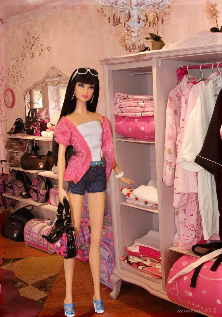 Hello…crazy? In this photo: Barbie® Basics Model No. 05 Collection 002.