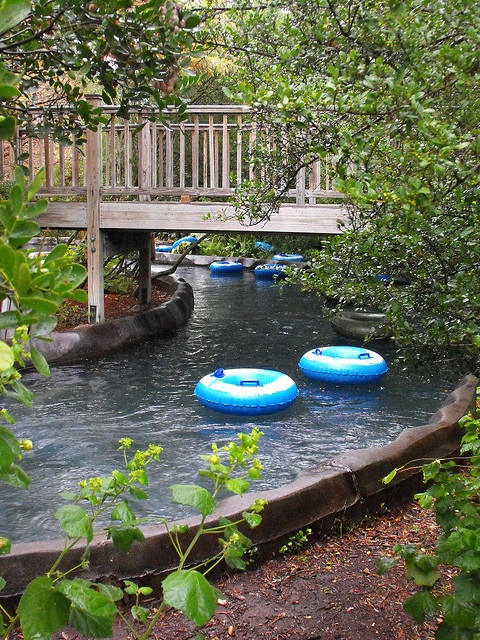 950 feet of Ramblin' River fun at the Hyatt Regency Hill Country Resort in San Antonio, Texas!