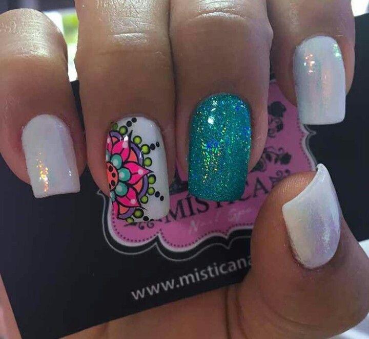 Diseños de uñas para quedarte con la boca abierta y te inspirara para dejar crecer las uñas a quienes se las comen o cortan constantemente