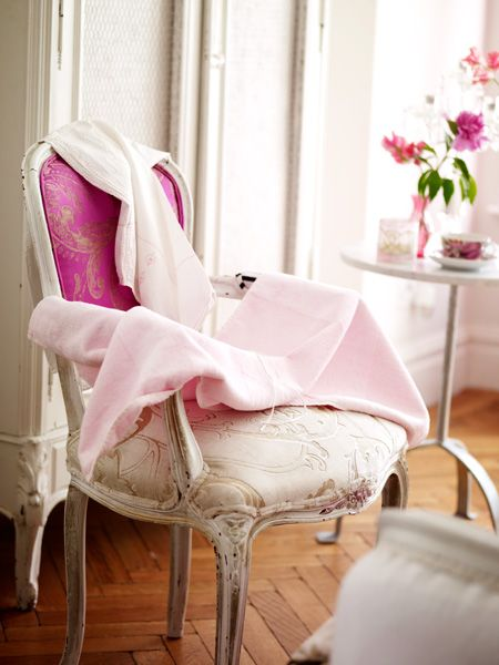 <3: Decor, Vintage Chairs, Shabby Chic Style, Vintage Pink, French Country, Pink Chairs, French Chairs, Vintage Rose, French Style