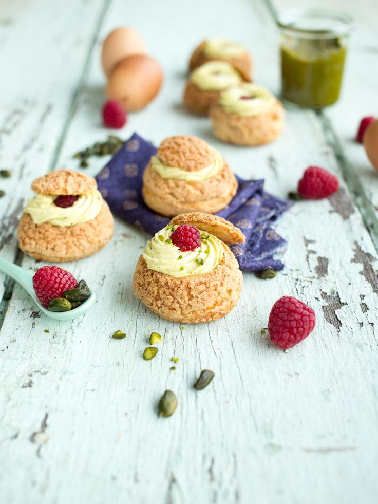 Choux à la Pistache et aux Framboises - La Raffinerie Culinaire