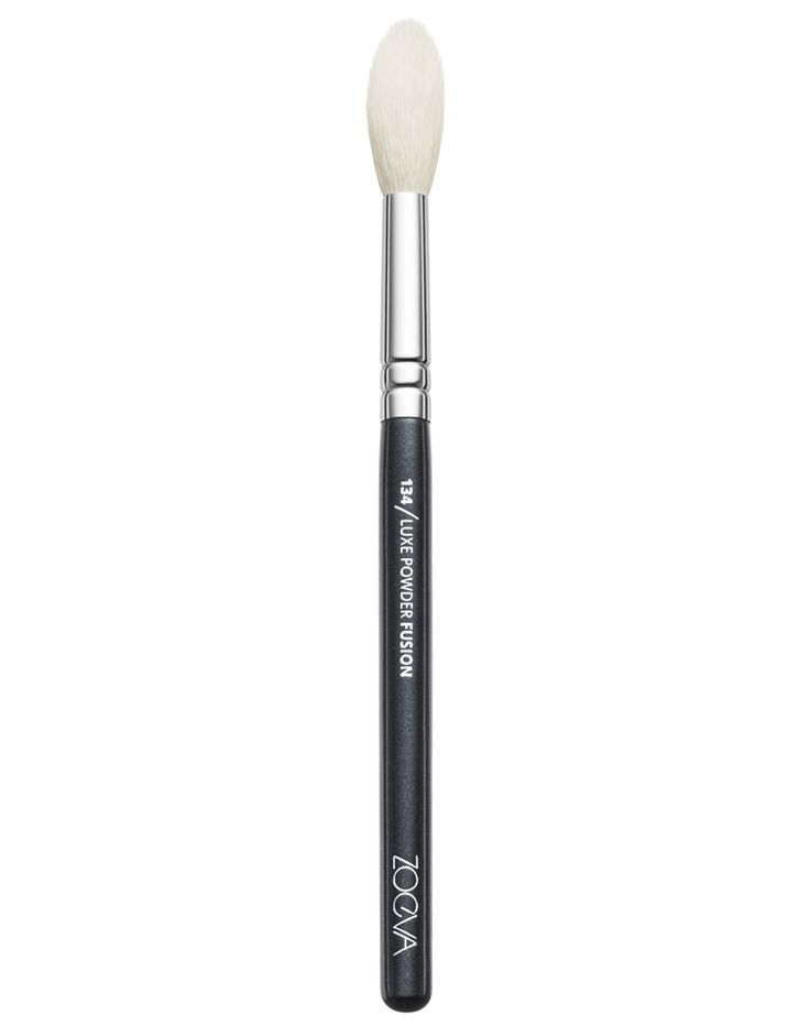 ZOEVA Eyeshadow & Highlighting Brush: Natural-synthetic hair blend | Blends Eyeshadow and applies highlighter | Order online! #ZOEVA $12.50 https://www.zoevacosmetics.com/america1/single-brushes/eyes/245/134-luxe-powder-fusion