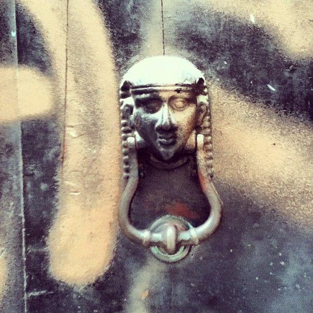 Il battiporta stile egizio #Knockdoor