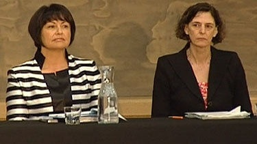 """Prime Minister John Key says he has """"complete confidence"""" in Education Minister Hekia Parata but he seems to be the only one who does. There were renewed calls for him to sack Ms Parata on Thursday following the resignation on Wednesday of Education Ministry chief executive Lesley Longstone."""