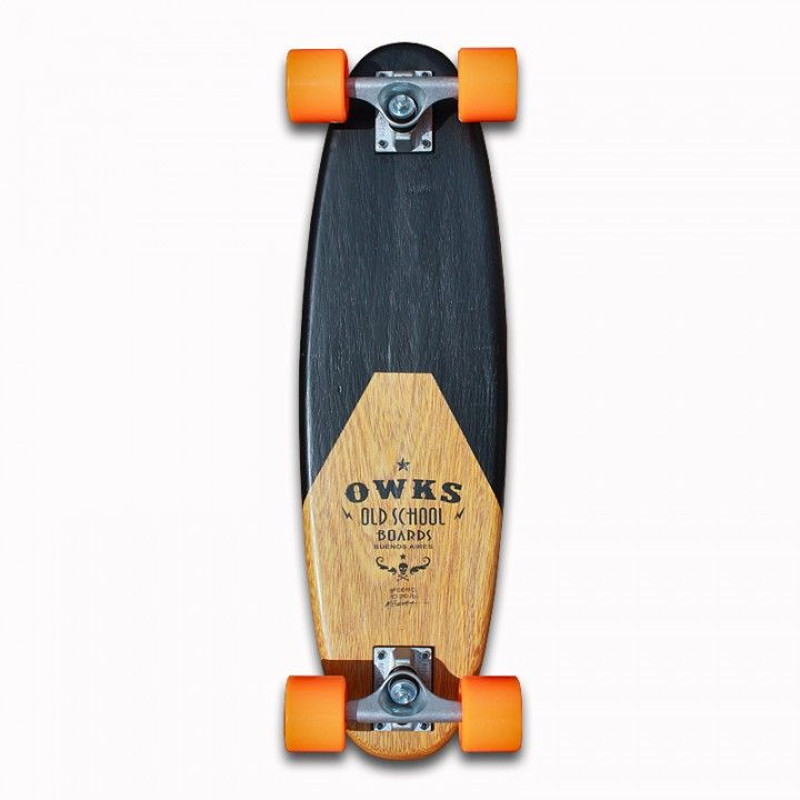 Utilice madera dura recuperada de deck y remanentes de anchico de una mesada. La tapa, se le realizo un proceso de quemado superficial el cual proteje la madera y realza la veta de la misma.    Una mesita que acompaña bien en todo espacio.