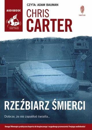 """Chris Carter, """"Rzeźbiarz śmierci"""", przeł. Zbigniew Kościuk, Sonia Draga, Katowice 2016. Jedna płyta CD, 14 godz. 30 min. Czyta Adam Bauman."""