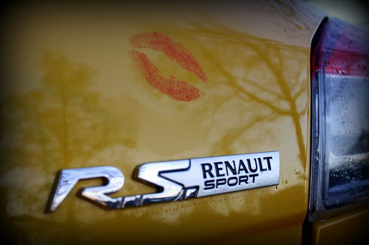 Kisses for the Renault!