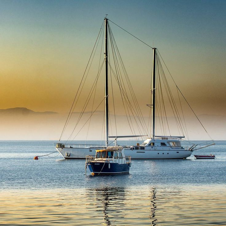 Feel the wind as it brush through your skin and sail away at the abyss. #sundayfeels  www.SailChecker.com #doingsomethingamazingwithsailing #sailing #sailingstagram #sailinglife #zen