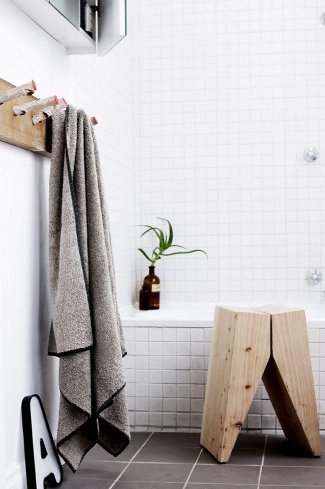 Bathroom détails - Wood stool