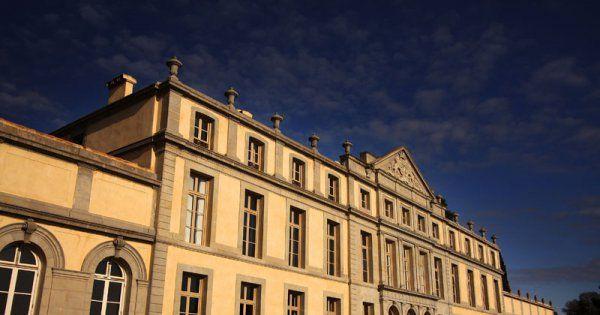 Nicolas et Miren de Lorgeril vous accueillent au château de Pennautier, lieu prestigieux construit en 1620 et entièrement restauré.