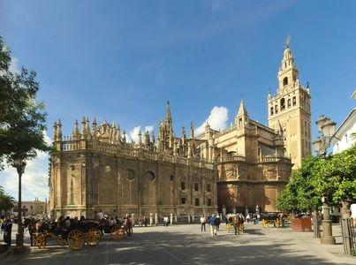 Una de las grandes exposiciones españolas del año acaba de abrir, en el Hospital de los Venerables en Sevilla, con motivo del cuarto centenario del natalicio de Murillo, uno de los más grandes maes…