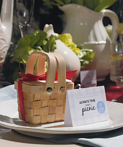 Adorable picnic wedding favor boxes!
