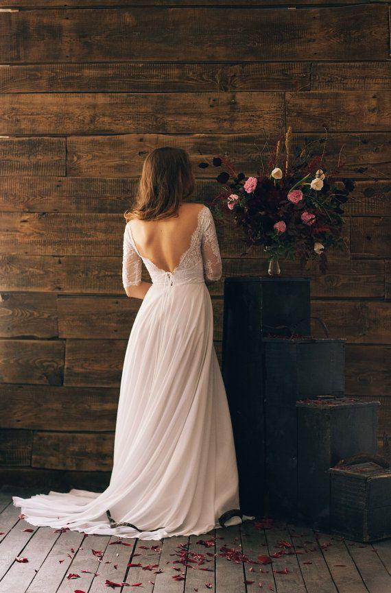 Model: tendre 008 Description: white corset vintage wedding dress. Chantilly lace cotton lining bodice, flowing silk chiffon skirt. Silhouette of