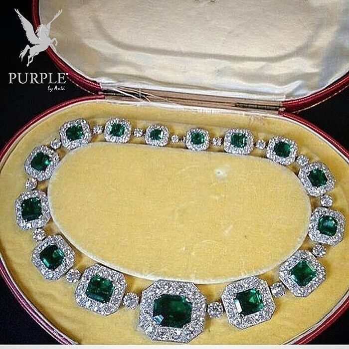 Be the center of attraction take a look at this Cartier Necklace via…
