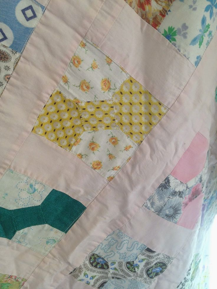 THE QUILT BARN: Vintage Quilt Thursday: Baby Bow quilt