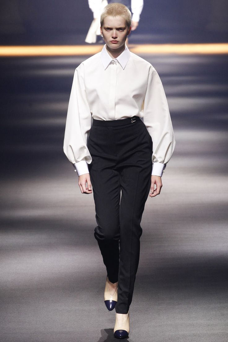 Lanvin Spring 2016 Ready-to-Wear Fashion Show - Ruth Bell (Elite).  love these beautiful high waisted pants.