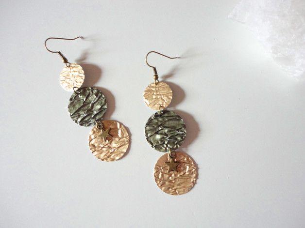 **von der Gestaltung her schlicht, aber sehr dekorativ** federleichte, zarte Ohrhänger aus strukturiertem Aluminium von Kaffeekapseln - Farbe metallic Oliv Nr.7 und metallic Hellgold...