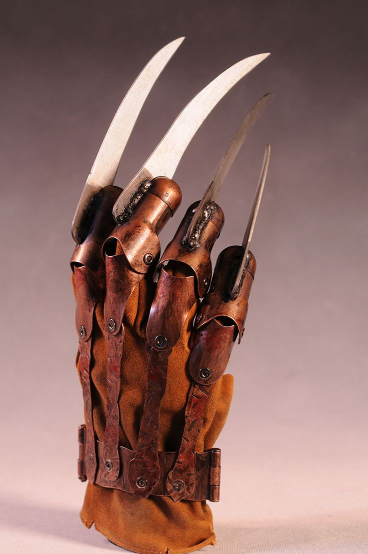 Freddy Krueger's glove prop replica by NECA