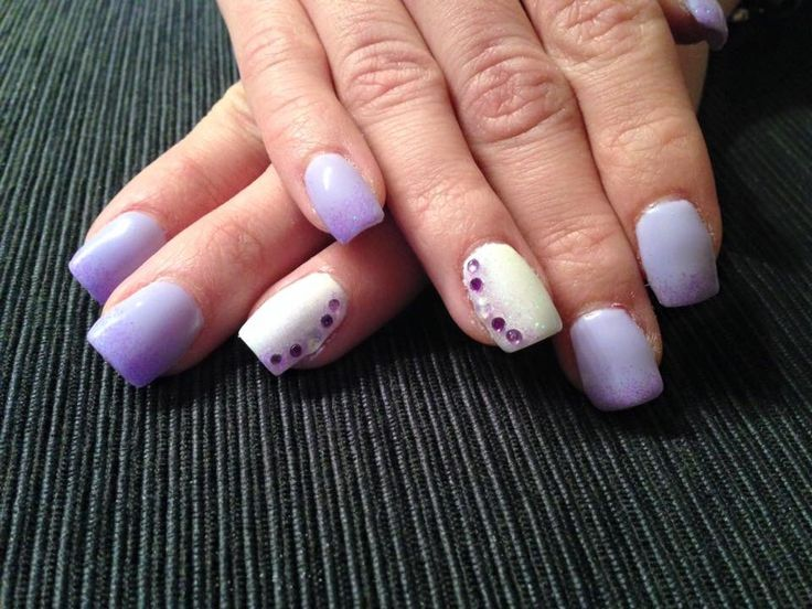 #nails #madebyme #lightpurple #white #glitter