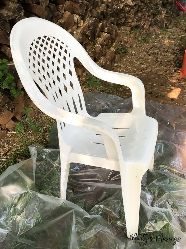 From Ugly to Brand New! How to Spray Paint Plastic Chairs!