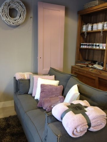 Muur in Zandsteen, deur in Jasmijn roze