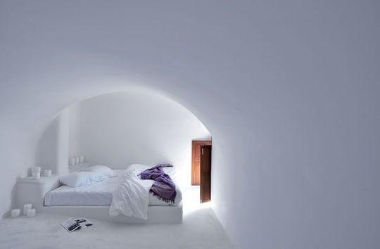 Une chambre blanche et ses jeux de lumière