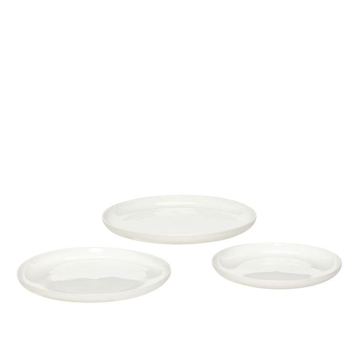 White porcelain plates in a set of 3. Product number: 719016 - Designed by Hübsch