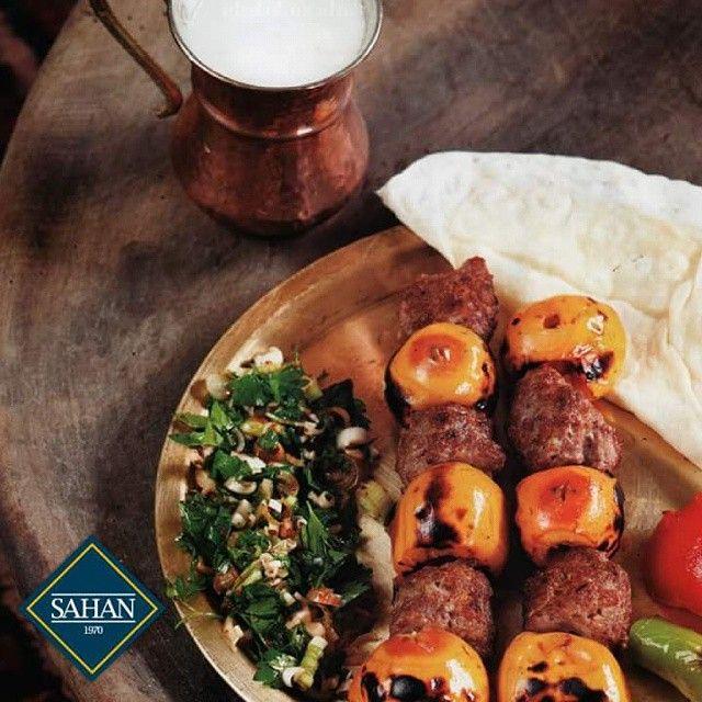 Hafif mayhoş tadı ile Yenidünya Kebabı eğitimli servis elemanlarımızca ayıklanıp lavaş içine küçük dürümler hazırlanarak yenir. Gelin ve sadece ilkbaharda yiyebileceğiniz bu özel lezzeti Sahan Restoran'da tadın!  #SahanRestoran #Sahan #YenidünyaKebabı #mevsim #Kebap #kebab #TurkishKebab #TürkMutfağı #food #foodies #foods #foodie #foodstagram #instafood #meat #dinner #dinnertime #et #tasty #delish #delicious #yummy #yemek #eat #eating