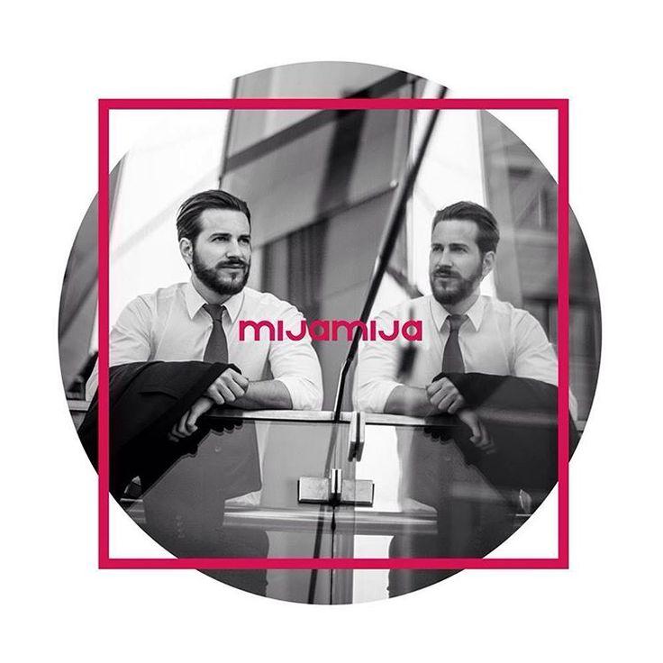 Business Portraits für soziale #Netzwerke  Authentische Business Portraits haben in sozialen Netzwerken eine viel höhere Chance gefunden zu werden. Für ein aussagekräftiges Profil auf Xing und LinkedIn ist ein sympathisches Business Portraits unerlässlich.  Der erste Eindruck entscheidet!  Für eine optimale #Präsentation Ihrer Person erstellen wir individuelle und überzeugende Business Portraits on Location.  Besonders #Headhunter und #Personalmanager achten auf ein ansprechendes Business…