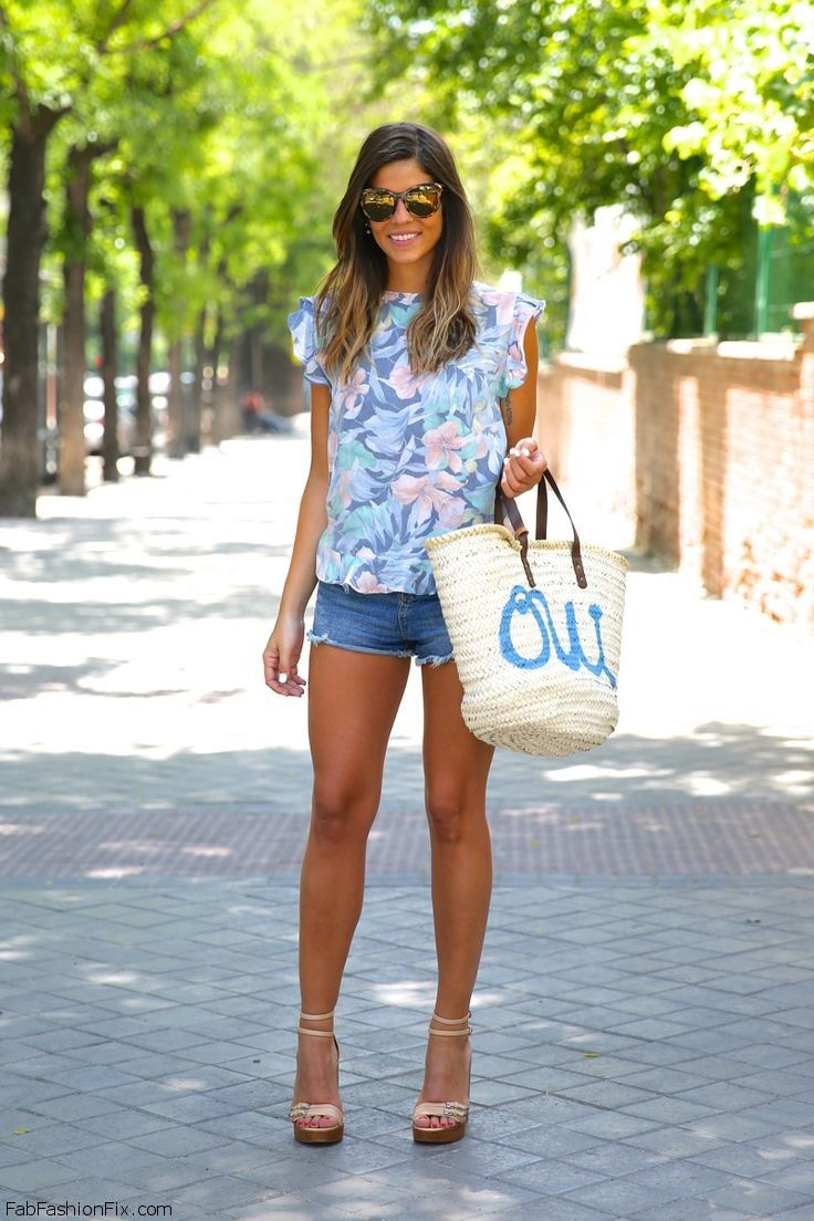 Floral print top and denim shorts for feminine chic summer outfit. #floral #prints #denimshorts