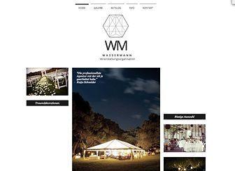 Ein Luxusunternehmen verdient eine Luxusseite! Das elegante Layout machen diese Vorlage zum perfekten Ort, um Ihre Waren und Dienstleistungen zu präsentieren. Beginnen Sie mit dem Bearbeiten und stellen Sie Ihre Homepage noch heute online.