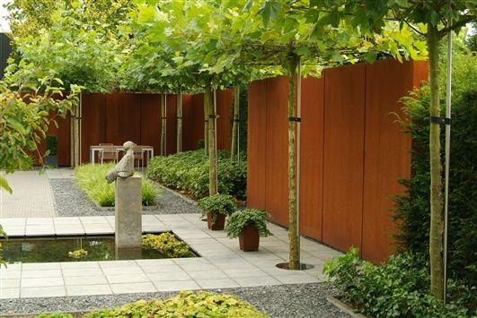 Cortenstalen wand als afscheiding in uw tuin.