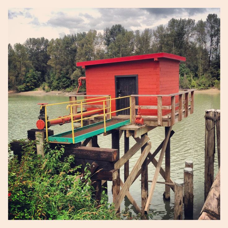 Red shed at the Fraser river
