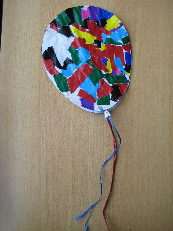 Ballon (uit het grote sjabloonboek) kopiëren, kinderen sitspapier laten scheuren en de ballon beplakken. Uitknippen, lintje eraan en ophangen maar!