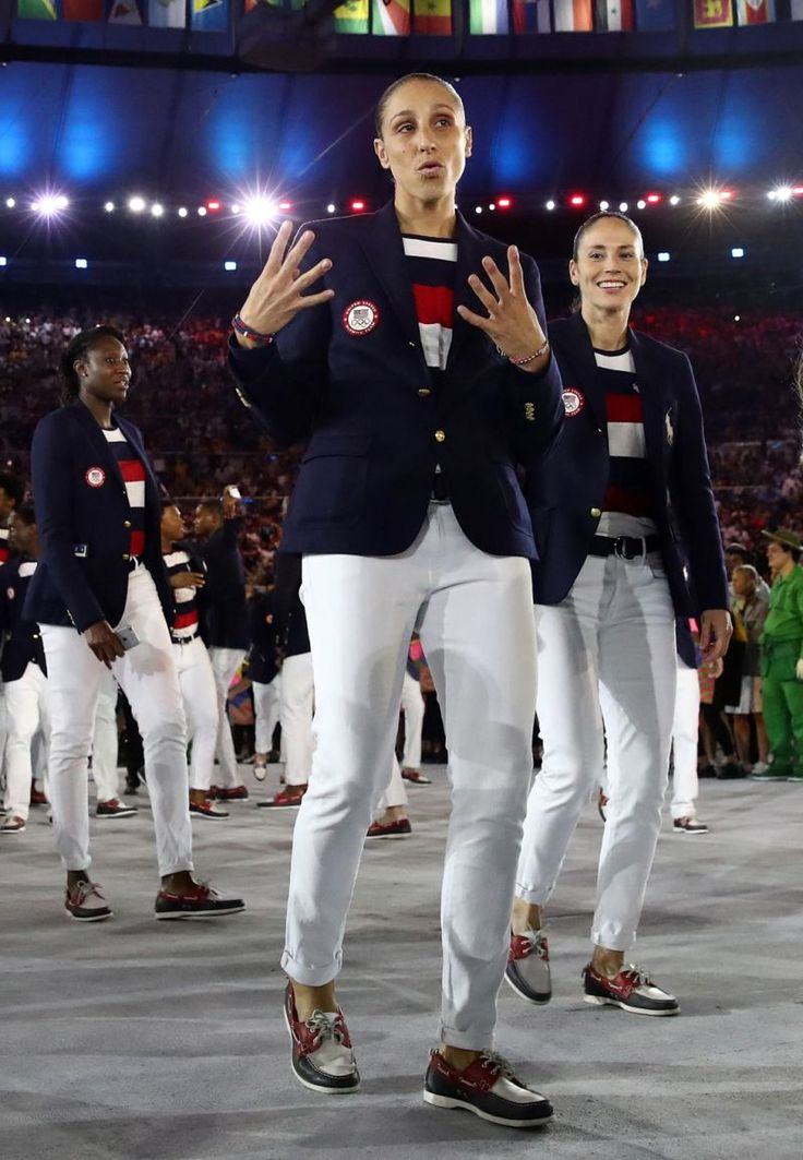 RIO DE JANEIRO, BRAZIL - AUGUST 05:  Diana Taurasi of the United States poses during the Opening Ceremony of the Rio 2016 Olympic Games at…