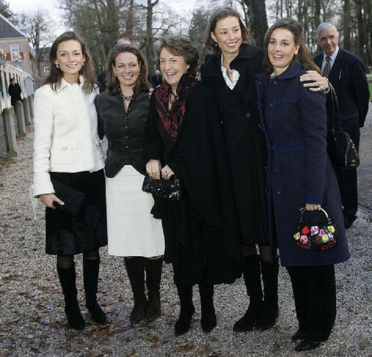 (L-R) Dutch Princesses Aimee, Annette, Margriet (their mother in-law)Marilene and Anita