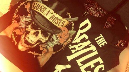 Prineras muestras de la Rock Collection  #laclebolsasyzapatos #rock #clothing #guns #Beatles