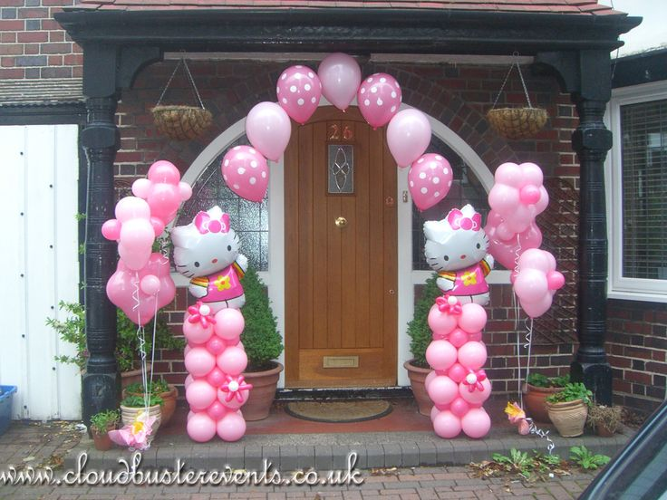 Hello Kitty themed Arch and Geo Blossom bouquets