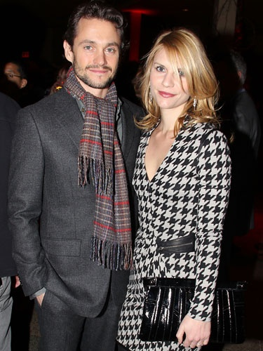 #ClaireDanes and #HughDancy sure are a #goodlooking couple. For a singature #datenight look, go for sweeping-side bangs like #ClaireDanes.Famous Couples, Celeb Couples, Clear Danes, Style, Goodlooking Couples, Hugh Dancy, Couples Killin, People, Hipster Couples