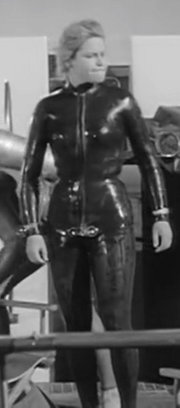 sexy girl scuba diving