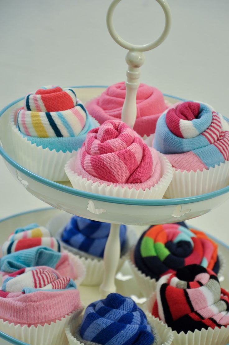 Pippa's long stockings: DIY sock cupcakes   Sock cupcakes are a great way to display socks as a gift. Or you could just display your own socks like this, if you really want to...